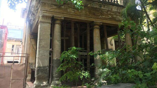 La antigua residencia de Enrique José Varona, intelectual que llegó a ser vicepresidente de Cuba, situada en la calle 8 entre Línea y Calzada, en el Vedado habanero. (14ymedio)