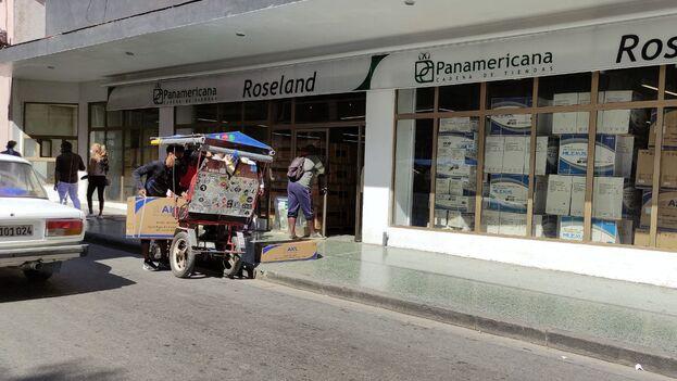 Entrada de la tienda Roseland de aparatos eléctricos, este jueves. (14ymedio)