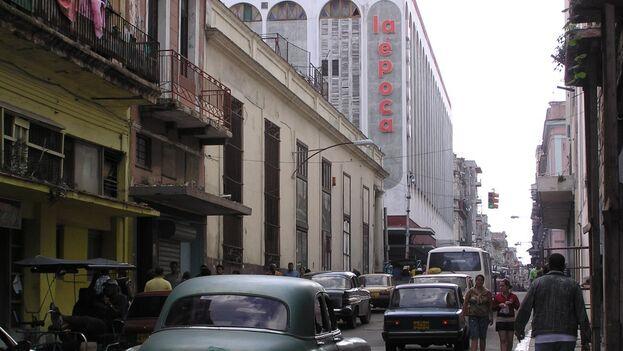La Época, una de las tiendas más antiguas de la capital, fundada en 1885, es muy frecuentada por los habaneros por su oferta de congelados en el sótano. (14ymedio)