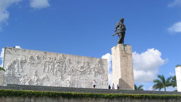 El mausoleo de Ernesto Che Guevara es uno de los monumentos más visitados de Cuba por turistas de todo el mundo. (CC)