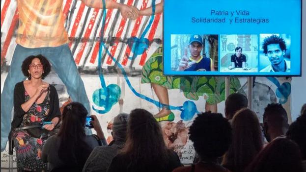 El Espacio 23, sede de la colección del empresario y filántropo estadounidense de origen cubano Jorge Pérez, fue el escenario del panel de discusión. (Captura)