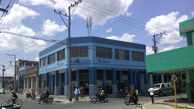 Telepunto de la Empresa de Telecomunicaciones de Cuba (Etecsa) en Pinar del Río, que cuenta con una nueva antena 3G instalada en la azotea. (14ymedio)
