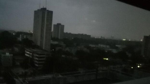 Extensas zonas de La Habana se han mantenido sin suministro eléctrico por horas este lunes. (14ymedio)