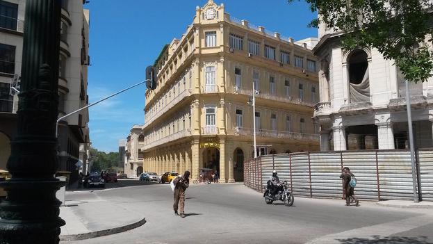 Fachada del Hotel Plaza, en Habana Vieja. (14ymedio)
