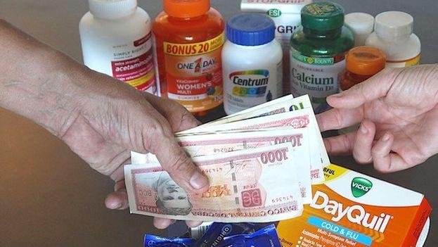 """Vicky vende en su """"farmacia particular"""" vitaminas, calmantes, antigripales o pomadas. (14ymedio)"""