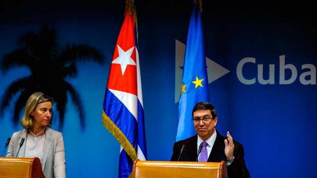 Los ministros de relaciones exteriores de la Unión Europea y Cuba, Federica Mogherini y Bruno Rodríguez, respectivamente, durante una conferencia de prensa en La Habana. (Archivo EFE)