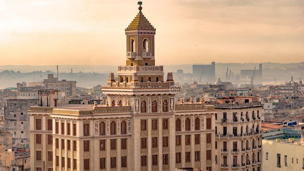 El edificio Bacardí en La Habana, joya del 'art déco' cubano, obra de los arquitectos Rafael Fernández Ruenes, Esteban Rodríguez Castell y José Menéndez. (CC)