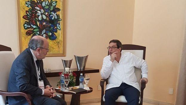 Fernando Garcia Casas junto al canciller Bruno Rodríguez durante el encuentro de este jueves. (@GarciaCasasF)