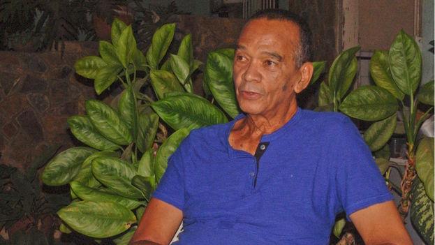 El opositor y cantante Fernando Sánchez López durante una visita a Pinar del Río. (Juan Carlos Fernández/14ymedio)