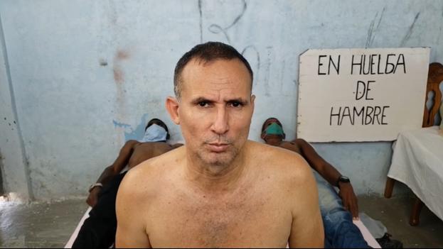 Ferrer cumple este jueves 13 días sin probar alimento y realizó una transmisión en vivo a través de Facebook. (Captura)