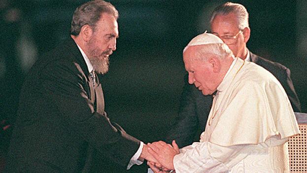 Fidel Castro y el papa Juan Pablo II, en la visita de este úlitmo a Cuba en 1998. (EFE/Archivo)