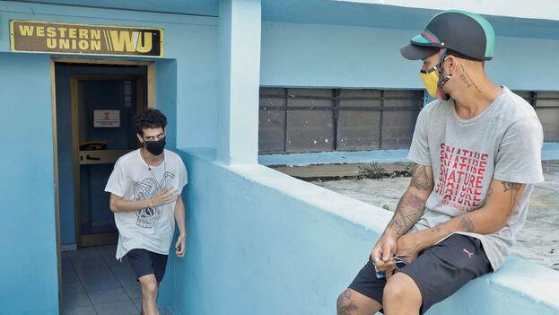 A pesar de los comunicados de Fincimex, las oficinas de Western Union en Cuba siguen operando con normalidad. (EFE)