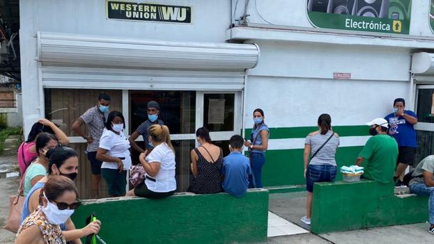 Fincimex informó en un ambiguo comunicado que cerrarán las 407 oficinas en las que Western Union da servicio en Cuba. (14ymedio)