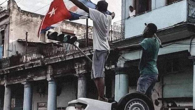 Foto icónica tomada en la esquina de Toyo, La Habana, el pasado 11 de julio.