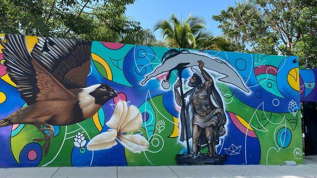 Fotografía cedida por Brustman Carrino que muestra un mural de un pájaro tomeguín volando frente a un San Isidro que sostiene la Isla de Cuba. (EFE)