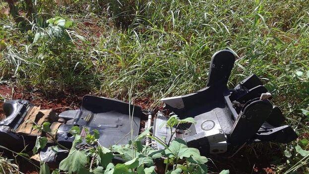 Fragmentos del avión accidentado en Artemisa. (Red de Comunicadores Comunitarios)