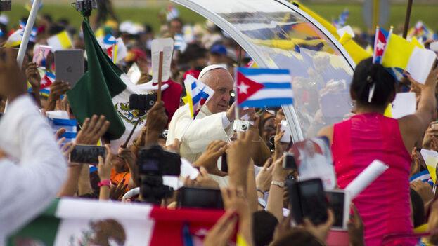 El papa Francisco durante su recorrido por algunas provincias cubanas. (Archivo)