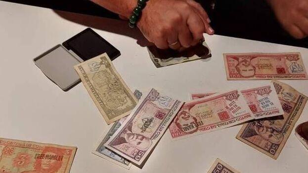 El arte no es delito, Free Hamlet, MSI, 27N y  Libertad para el artista Hamlet Lavastida, son algunas de las frases que se imprimieron en los billetes. (14ymedio)