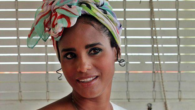 Katty Fresneda, hermana de Ketty Fresneda, la cubana que ya esta en la final de la sexta edición del programa, Masterchef emitido por la Televisión Española, en su apartamento, en La Habana. (EFE)