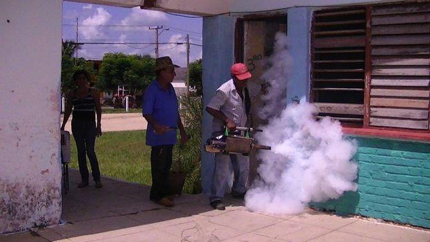 Fumigaciones en Camagüey para prevenir el dengue. (14ymedio)