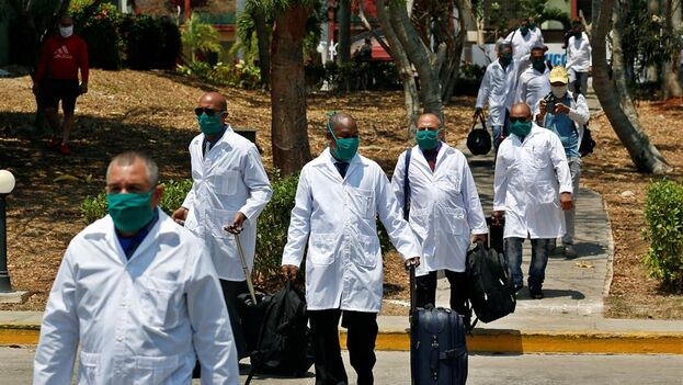 """El Gobierno cubano también mantiene en Catar un grupo de médicos de """"misión"""". (EFE)"""