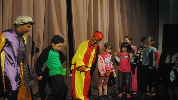 El grupo teatral Barco Antillano durante una presentación en el Festival Mejunje Teatral. (14ymedio)