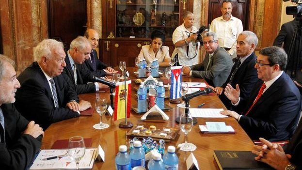 Raúl Castro recibió en La Habana al ministro de exteriores de España García-Margallo. (Archivo EFE)