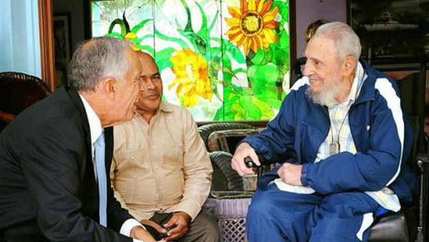 """Fidel Castro sostuvo un """"amistoso"""" encuentro en su casa de La Habana con el presidente de Portugal, Marcelo Rebelo de Sousa. (EFE/Cubadebate)"""