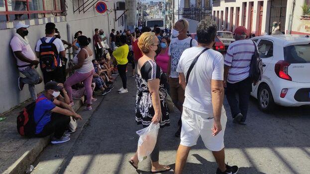 """El mayor reporte de contagios continúa en La Habana """"con el 54% de los casos'' y seguida de Santiago de Cuba, Artemisa y Camagüey. (14ymedio)"""