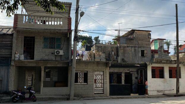 """""""La Habana sobrevive porque está muy bien construida en el capitalismo, con profesionales excelentes que prohibieron desde 59"""", defiende un arquitecto. (14ymedio)"""