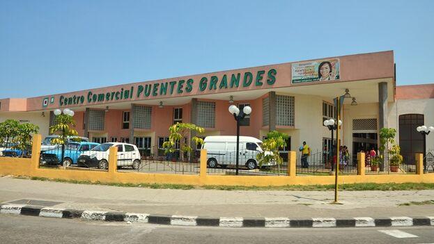 """Se busca a todo aquel que en los últimos días pasó por la tienda d 26 y 51 en La Habana, para encontrarlo se aplicarán encuestas y se apelará """"incluso a la revisión de las imágenes de las cámaras de seguridad"""". (OnCuba)"""