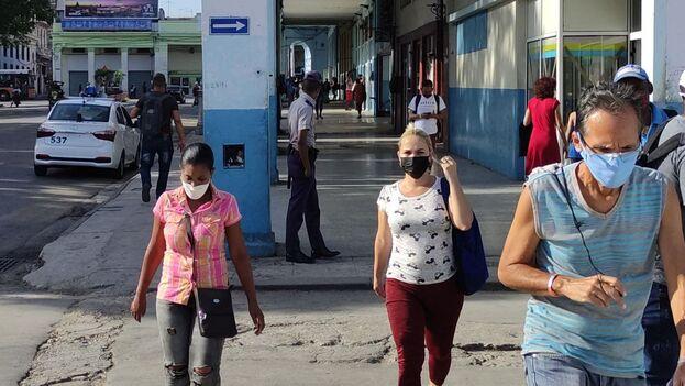 La Habana muestra ahora mejores datos que la mayoría de las provincias, pero la incidencia supera los 600 casos por cada 100.000 habitantes a 15 días. (14ymedio)