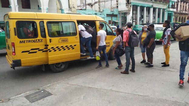 En La Habana el servicio mantiene 5 pesos por tramo en los Metrotaxi (gacelas), que tienen tarifa libre después de las 9 pm. (14ymedio)