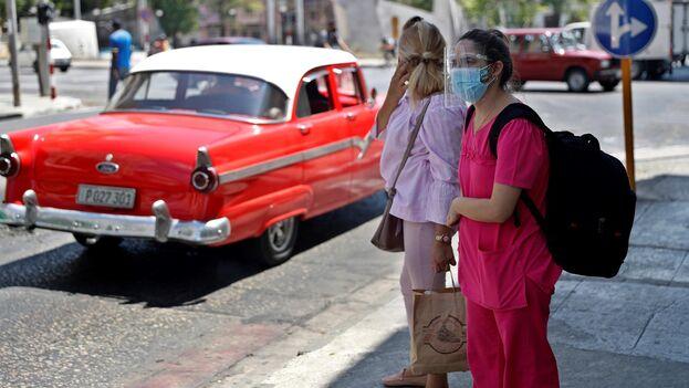 Las autoridades informaron de que es cuatro veces más probable que los fallecidos de La Habana estén infectados con la variante sudafricana del covid. (EFE/ Yander Zamora)