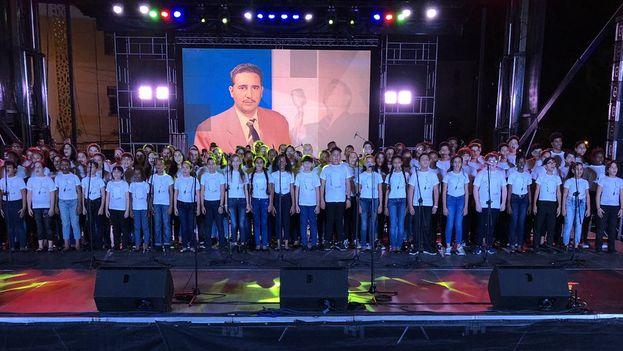 Homenaje en la Universidad de La Habana este domingo por el segundo aniversario del fallecimiento de Castro. (@DiazCanelB)