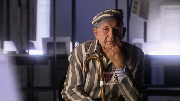 Tras el fin de la II Guerra Mundial Sobolewski destacó por su lucha contra los grupos negacionistas del holocausto y los movimientos neonazis. (Fotograma del documental 'These Damned Hours in the Evening')
