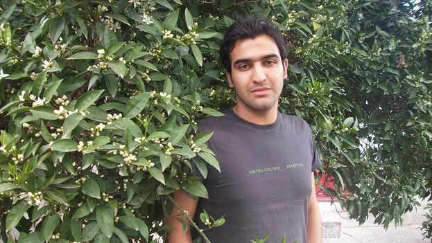 Imagen del refugiado iraní, Keivan Esfandiyar, quien se encuentra en La Habana. (Redes)