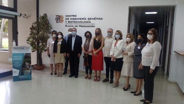 La delegación argentina recorrió la víspera el Centro de Ingeniería Genética y Biotecnología (CIGB). (Gisela García Rivero/Facebook)
