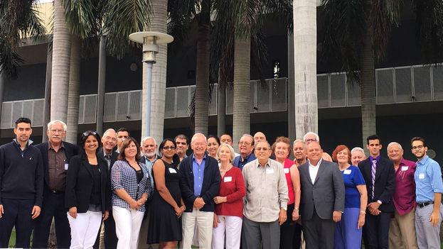 Intelectuales y artistas cubanos de ambos lados del Estrecho de la Florida en un encuentro organizado por el Centro de Estudios Convivencia. (14ymedio)