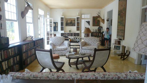 Interior de la Finca La Vigía donde vivió 20 años el escritor estadounidense Ernest Hemingway. (CC)