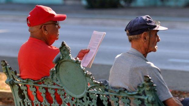 Uno de los mayores problemas de la Isla es su galopante envejecimiento poblacional. (EFE)