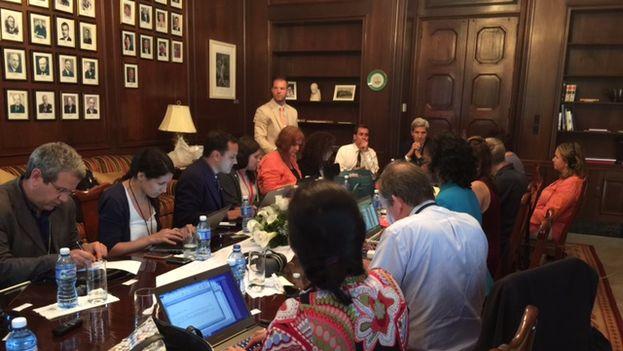 John Kerry en su reunión con periodistas este viernes
