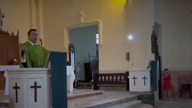 El padre Jorge Luis Pérez Soto, párroco de San Francisco de Paula, del municipio de Diez de Octubre, en La Habana. (Captura)