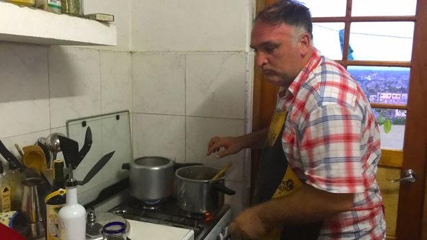 El chef José Andrés en la cocina de la redacción del diario 14ymedio. (14ymedio)