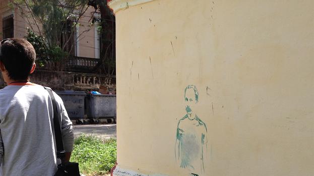 Un grafiti con José Martí vestido a la usanza moderna ha comenzado a aparecer en varios muros de La Habana. (14ymedio)