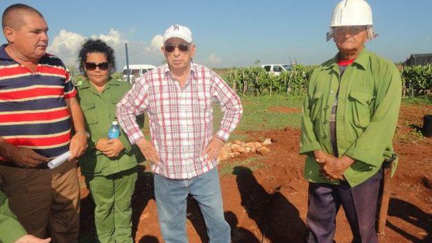 José Ramón Machado Ventura, vicepresidente de Cuba, recorre áreas agrícolas de la provincia de Cienfuegos. (Cinco de septiembre)