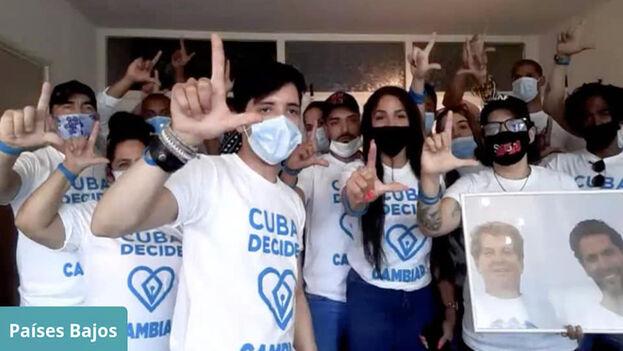 Jóvenes en el acto de homenaje a Oswaldo Payá y Harold Cepero este miércoles en Holanda. (Facebook/Cuba Decide)