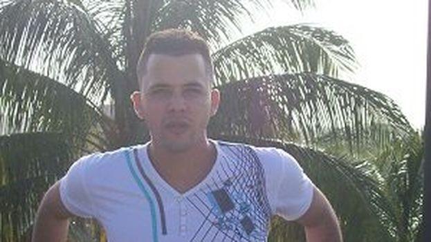 Julio César de Gotor Osorio, de 24 años, es uno de los jóvenes que no ha podido ser encontrado hasta el momento. (Facebook)
