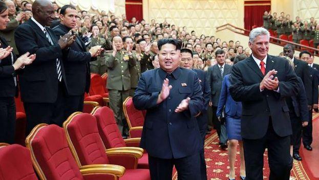 Kim Jong-un junto a Miguel Díaz-Canel en una de las pocas ocasiones que ha recibido a un visitante extranjero. (EFE)