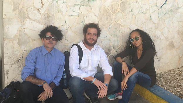 La abogada Kimberley Motley y los activistas Gorki Águila y Luis Alberto Mariño. (Cortesía)
